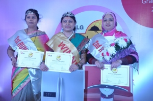 LG Mallika-E-Kitchen 2014 Grand Finale - From left to right - First Runner up - Pushpa Chaplot from Mumbai, Winner - Rita Mathur from Bhopal, Second Runners up -Shajeeda from Chennai