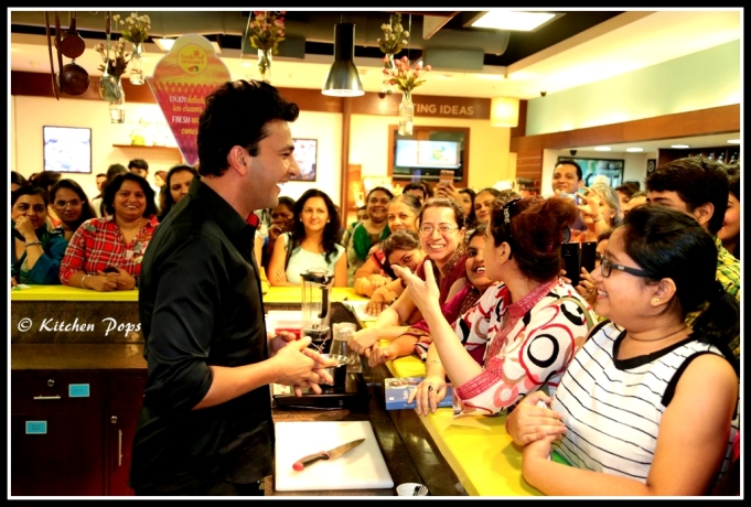 Chef Vikas Khanna interacting with fans
